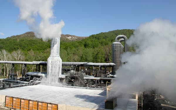 国内では23年ぶりの大型地熱となった山葵沢地熱発電所(2019年5月、秋田県湯沢市)