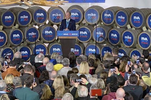 ブルームバーグ氏の集会は、中高年の白人支持者が多く集まった(15日、米バージニア州リッチモンド)