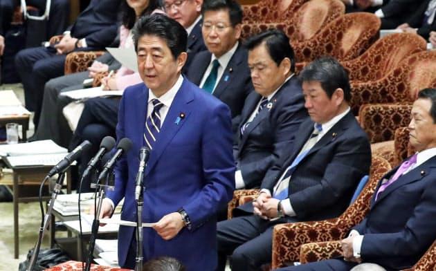 衆院予算委の冒頭、自身のヤジ問題に関して謝罪する安倍首相(2月17日午前)