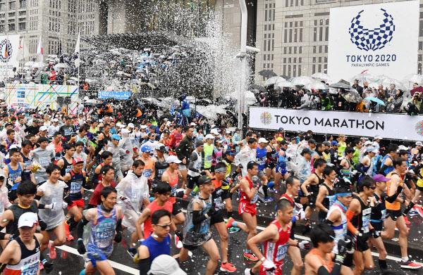 東京マラソンには一般も含め3万8千人がエントリーする(2019年3月、東京・西新宿)