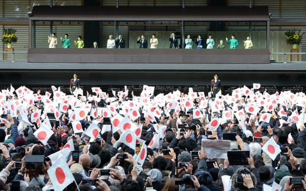 新年の一般参賀に集まった人たち(1月2日、皇居)