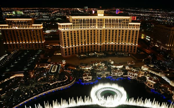 MGMがリースバックした統合型リゾートの「ベラージオ」(昨年12月、米ラスベガス)=目良友樹撮影