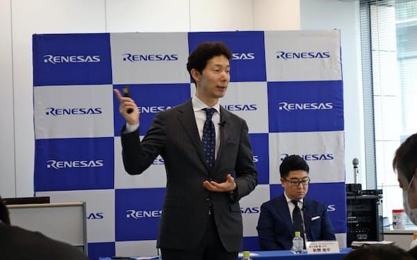 中期経営計画について説明するルネサスエレクトロニクスの柴田英利社長(17日、東京都江東区)