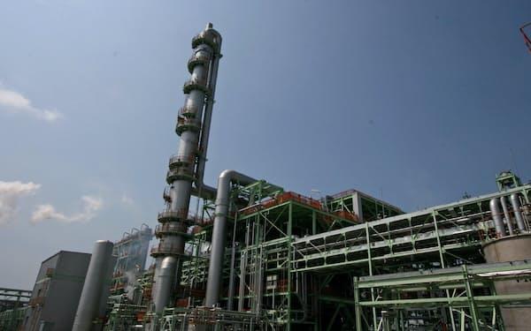 日本触媒のおむつ材料にも使われるアクリル酸プラント(インドネシア)