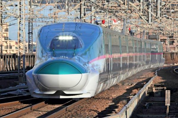 JR東日本はチケットレスサービスで東日本の新幹線を網羅する(東北新幹線を走る「E5系」車両)=JR東日本提供