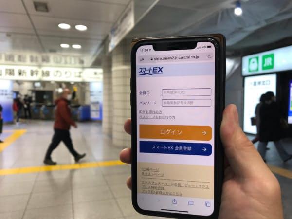 東海道・山陽新幹線の「スマートEX」に遅れた分、「新幹線eチケットサービス」は新機能を追加した(東京駅)