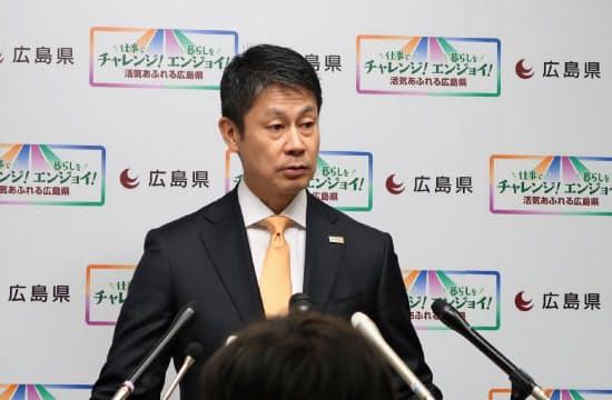 呉製鉄所閉鎖の対応について説明する湯崎広島県知事