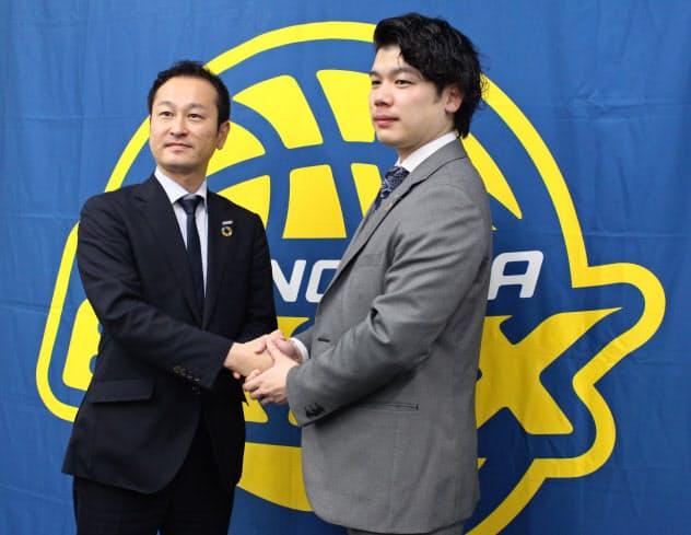 ブレックス・アスリートキャリア・マネジメントの今井社長(左)とニチユウの早川社長