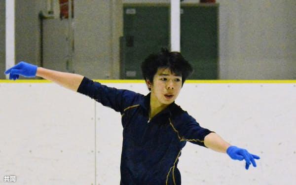 世界ジュニア選手権へ向け、調整するフィギュアスケート男子の佐藤駿(18日、埼玉県上尾市)=共同