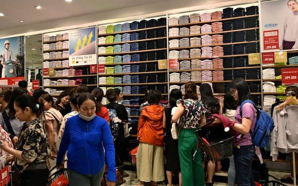 ファーストリテイリングは海外での積極出店で成長したい考え(写真はベトナムの店舗)