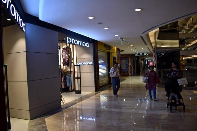 ムンバイの高級モールでは一部店舗が週末の営業時間を午前3時まで延長した(1月31日)