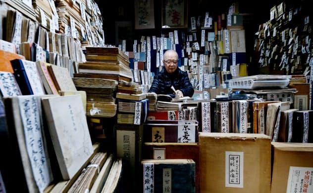 古書籍が店内に所狭しと並ぶ「竹苞書楼」(京都市中京区)