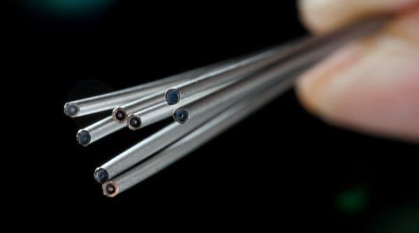 ニオブチタンを独自技術で直径1ミリ以下に加工した超電導ケーブル(北海道池田町のコアックス池田工場)