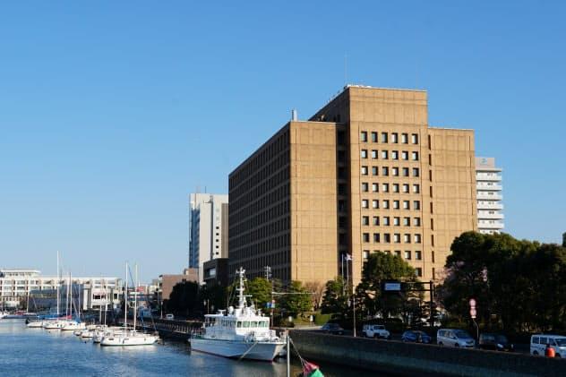 徳島県は新型肺炎の影響で売り上げが減少した中小に金融支援する(徳島県庁舎)