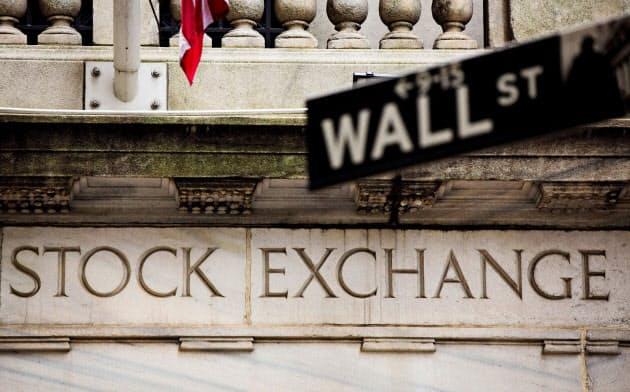 世界で株安連鎖、NYダウ1000ドル急落 感染拡大に身構え