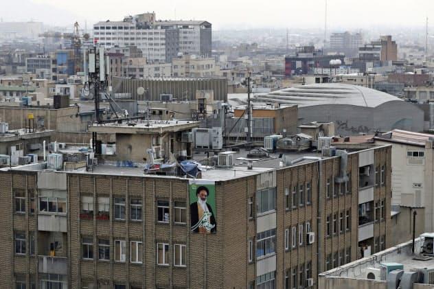 テヘラン市内=AP
