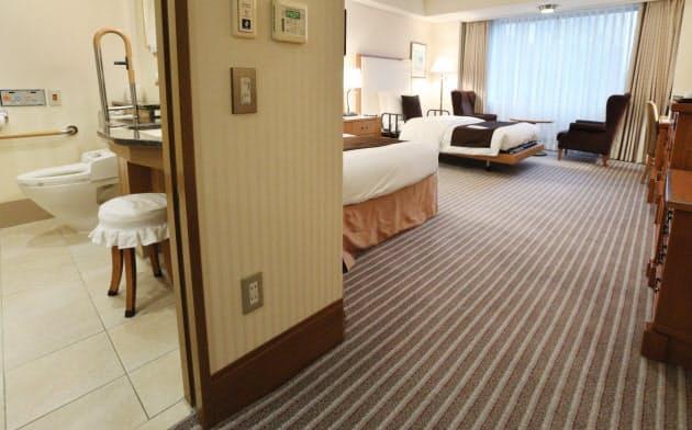車いすも移動しやすいバリアフリー対応の客室(東京都千代田区の帝国ホテル)