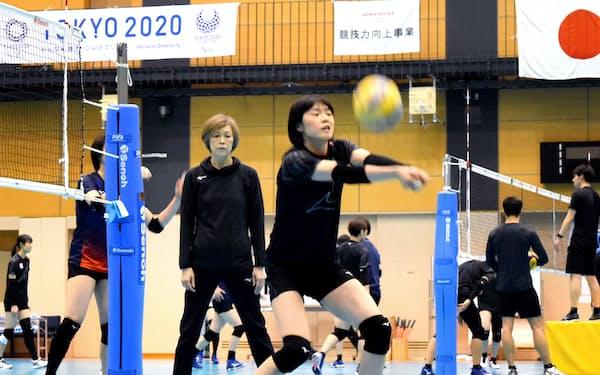 東京五輪に向けた長期合宿に入ったバレーボール女子日本代表(14日、東京都北区)