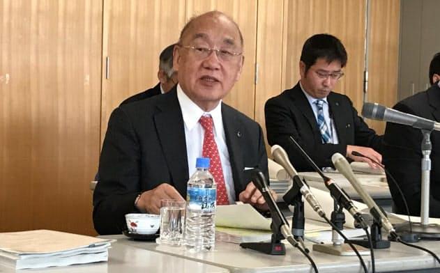 予算案について発表する荒井正吾奈良県知事(20日、奈良市)