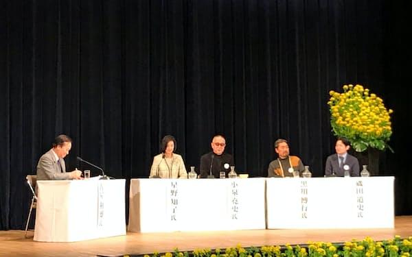 「土方歳三と河井継之助」をテーマに議論するパネリストたち(東京都千代田区のよみうりホール)