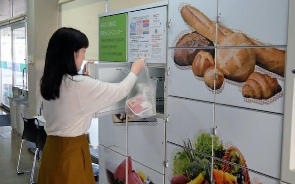 豊田自動織機は工場に宅配ロッカーを設置し、ネットで注文したイオンの商品を受け取ることができる