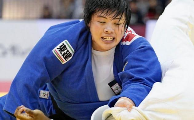昨年11月のグランドスラム大阪大会で優勝、五輪代表一番乗りを決めた=共同