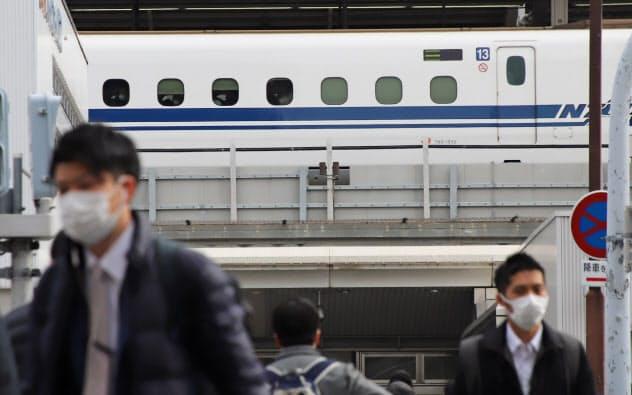 新型肺炎の影響で東海道新幹線の利用客も減った(20日、名古屋市中村区)