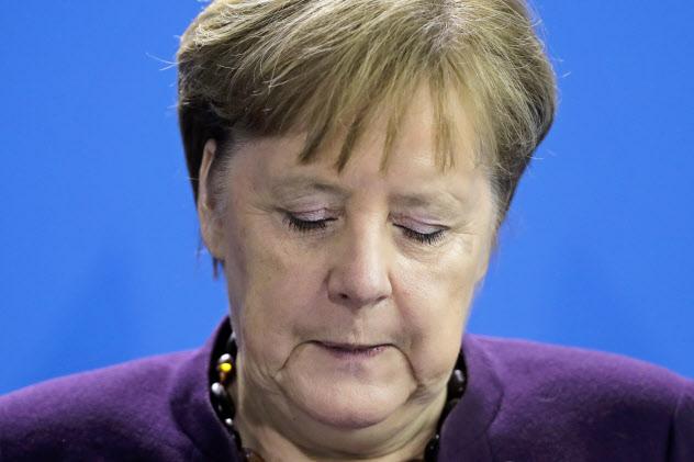「人種主義は毒薬」と語ったメルケル独首相=AP