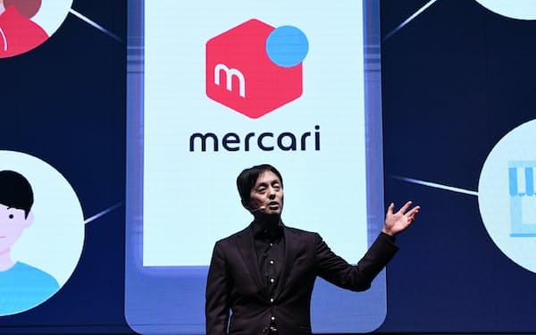国内フリマアプリ事業の成長戦略を説明するメルカリの山田社長(20日、東京都港区)