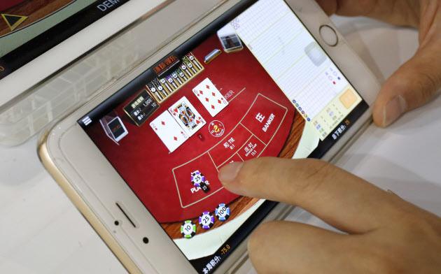 新型肺炎の感染が拡大するなか、中国ではゲームアプリのダウンロード数が急増した=ロイター