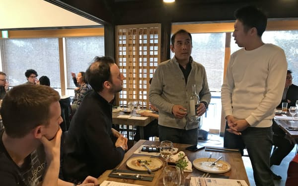パリの輸入業者を招き、試食商談会を開いた(仙台市)