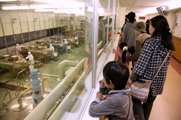 キユーピーは工場見学の受け入れを一時的に中止する。(茨城県五霞町)
