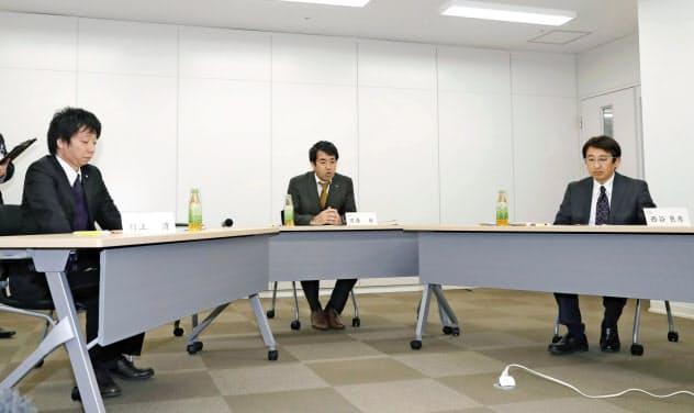 神戸市立東須磨小の教諭いじめ問題で開かれた弁護士3人による調査委員会(21日午後、神戸市)=共同