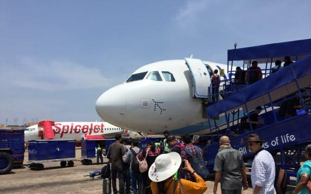 インドの航空旅客数は増加が続く(南部チェンナイの空港)