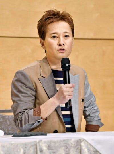 記者会見する中居正広さん(21日午後、東京都港区)=共同