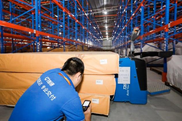 商品の重量や送り先の地域などを一括で管理・分析して適切な配送を行う(一智通提供)