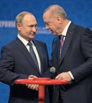 ロシアのプーチン大統領(左)とトルコのエルドアン大統領=ロイター