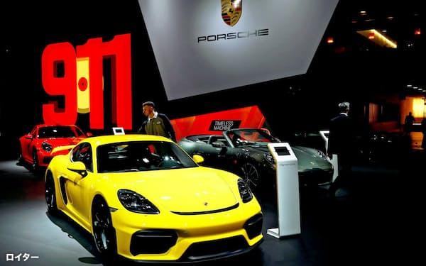 米自動車ブランドランキングで首位をつけたポルシェ(写真は2020年ブリュッセル自動車ショーの出品)=ロイター