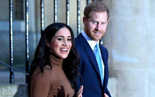 ヘンリー王子(右)とメーガン妃は3月末で王室の公務を退く=ロイター