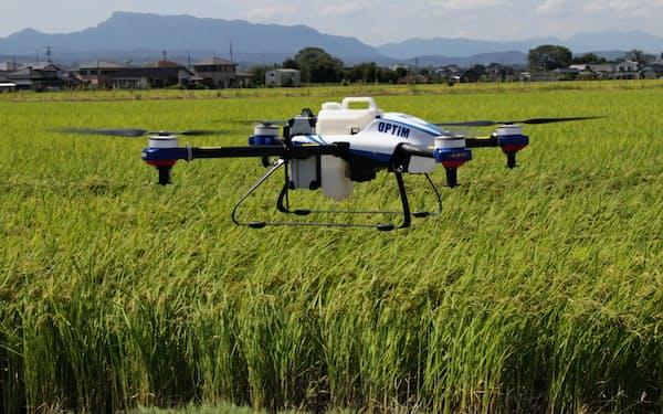 オプティムはドローンを使い農作業の効率化を図る