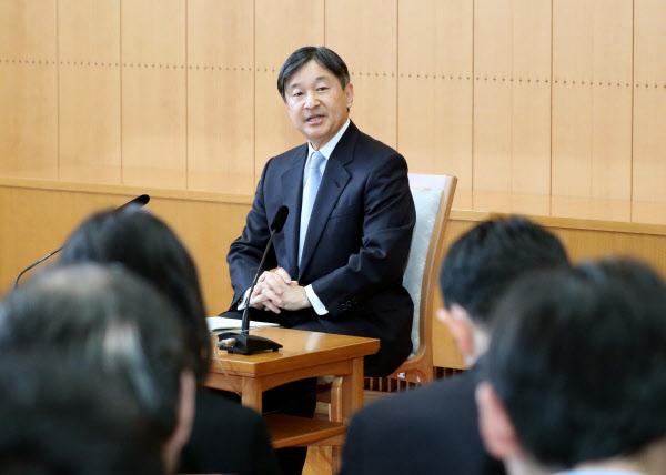 天皇陛下60歳に 「多様性に寛容な心を」即位後初会見: 日本経済新聞