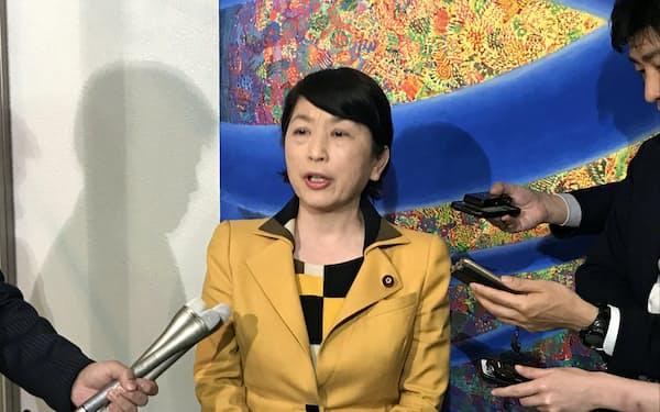 社民党党首に選出された福島氏(22日、都内)