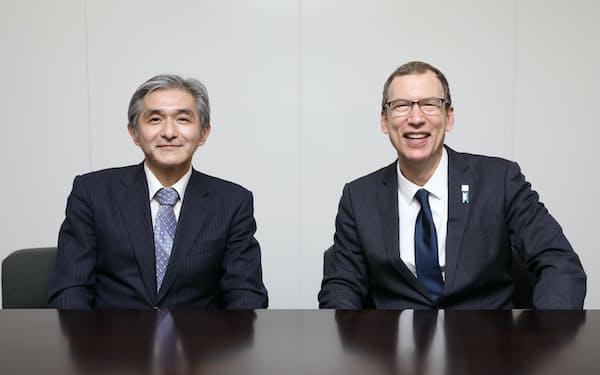 ジャパンディスプレイの菊岡社長(左)といちごアセットマネジメントのキャロン社長