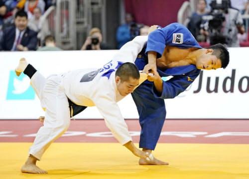 男子73キロ級決勝 韓国の安昌林(下)を破り優勝した大野将平(22日、デュッセルドルフ)=共同