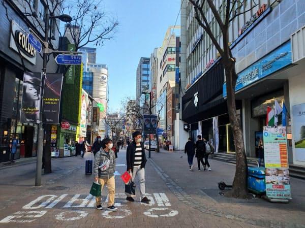 週末は観光客でにぎわうソウルの繁華街、明洞も閑散とした(23日)