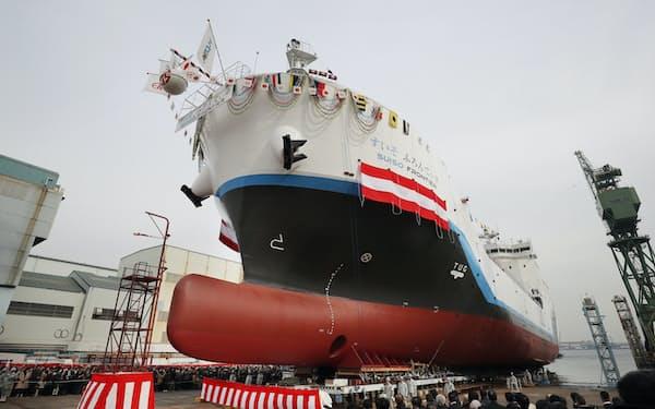 川崎重工業は19年末に世界初の液化水素運搬船を進水させた