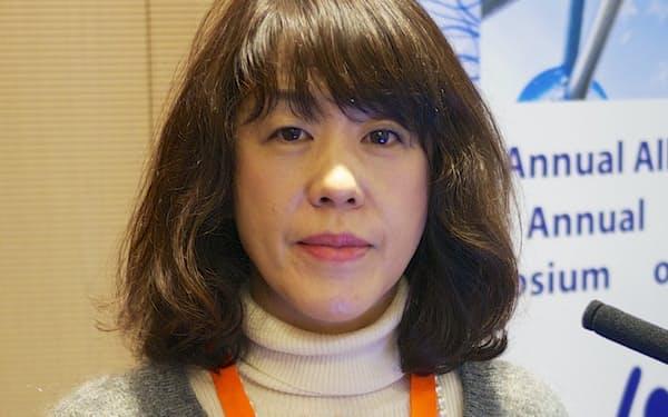 かわぐち・ゆみこ 1962年東京都生まれ。95年にALSを発症した母を自宅で介護し、2007年9月にみとった。2010年『逝かない身体ーALS的日常を生きる』(医学書院)で、第41回大宅壮一ノンフィクション賞受賞。有限会社ケアサポートモモ代表取締役。