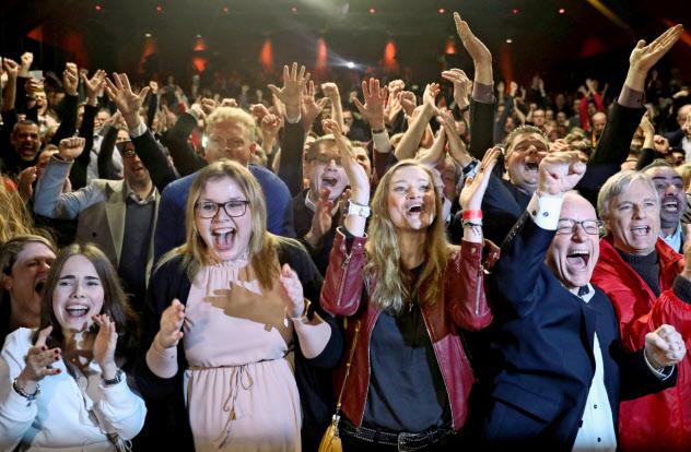 ドイツ社会民主党(SPD)の勝利を喜ぶ支持者たち=ロイター