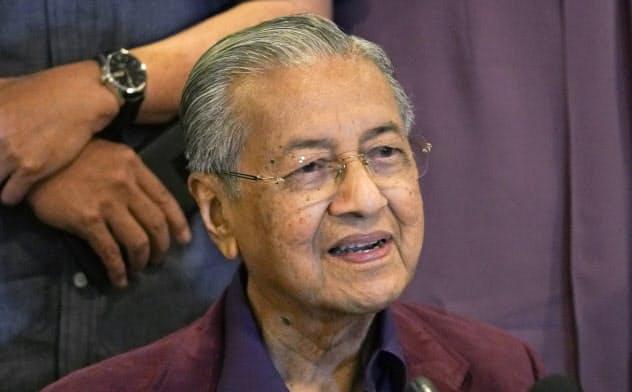 マハティール首相、国王に辞表提出 マレーシア
