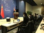 中国外務省はほぼ1カ月ぶりに会見室での記者会見を再開した。